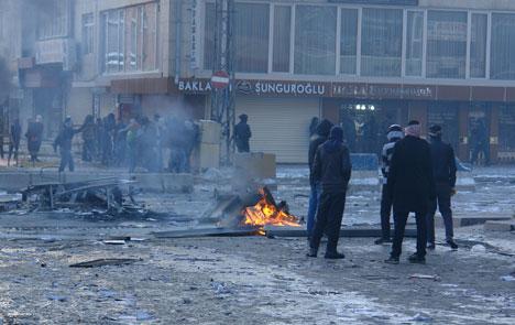 Yüksekova'da olaylar durulmuyor 18