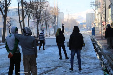 Yüksekova'da olaylar durulmuyor 30