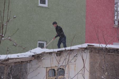 Hakkari'de kar yağışı hayatı olumsuz etkiliyor 21