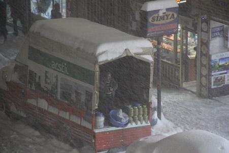 Hakkari'de kar yağışı hayatı olumsuz etkiliyor 29