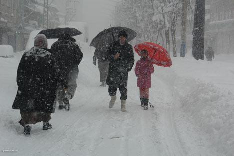 Kar yağışı Yüksekova'yı esir aldı 10