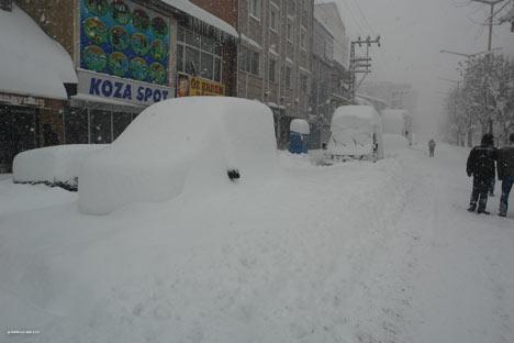 Kar yağışı Yüksekova'yı esir aldı 12