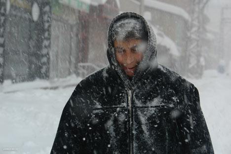 Kar yağışı Yüksekova'yı esir aldı 13