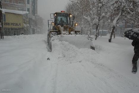 Kar yağışı Yüksekova'yı esir aldı 14