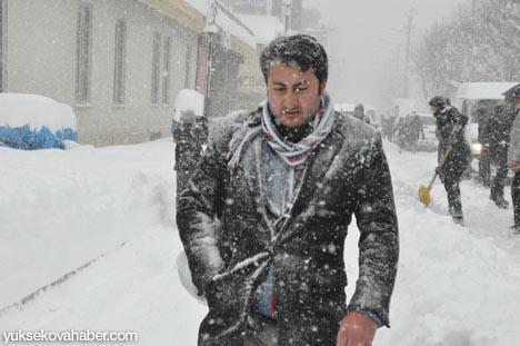 Kar yağışı Yüksekova'yı esir aldı 21