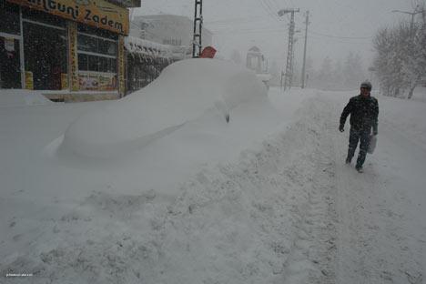 Kar yağışı Yüksekova'yı esir aldı 6