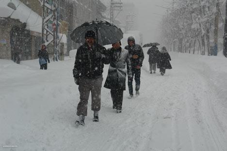 Kar yağışı Yüksekova'yı esir aldı 9