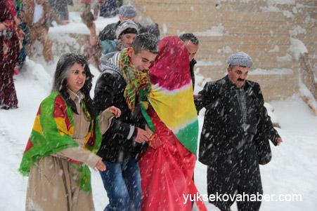 Hakkari'de Kar altında düğün 10