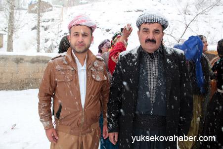 Hakkari'de Kar altında düğün 11
