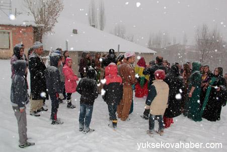 Hakkari'de Kar altında düğün 14