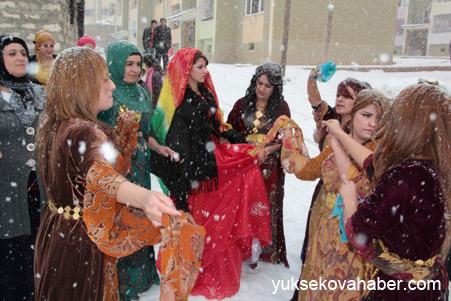 Hakkari'de Kar altında düğün 16