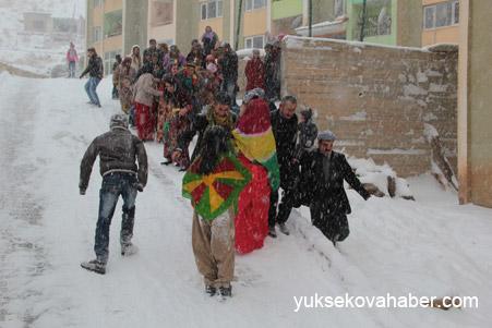 Hakkari'de Kar altında düğün 17