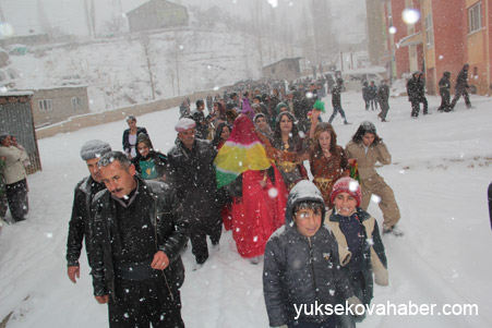 Hakkari'de Kar altında düğün 2