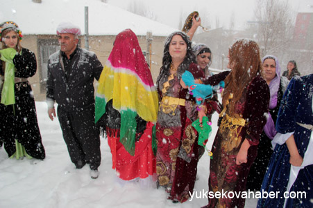 Hakkari'de Kar altında düğün 22