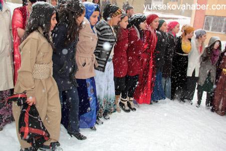 Hakkari'de Kar altında düğün 6