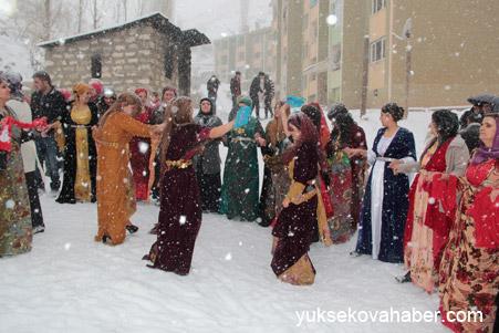 Hakkari'de Kar altında düğün 7