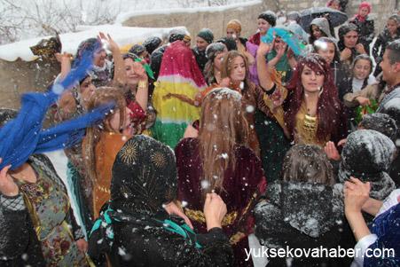 Hakkari'de Kar altında düğün 9