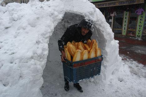 Kar yağışı hayatı olumsuz etkiliyor 14