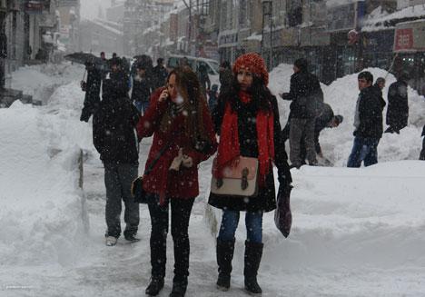 Kar yağışı hayatı olumsuz etkiliyor 15
