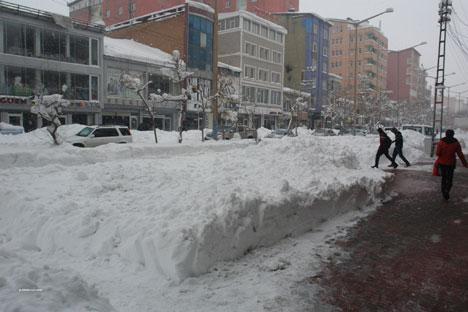 Kar yağışı hayatı olumsuz etkiliyor 3