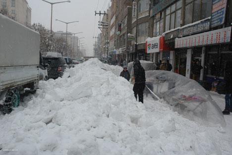 Kar yağışı hayatı olumsuz etkiliyor 5