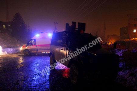 Hakkari'de yolcu servisi ateşe verildi 12