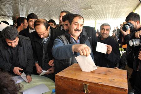 Şemdinli'de  Esnaf odası başkanlığı seçimi yapıldı 16