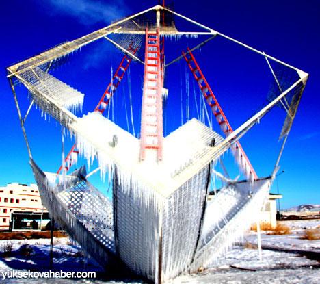 Erzurum'da Sibirya soğukları buzlu sanata dönüştü 2