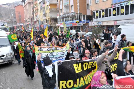 Hakkari Rojava'da ilan edilan özerkliği selamladı 23