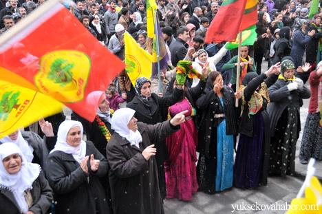 Hakkari Rojava'da ilan edilan özerkliği selamladı 24
