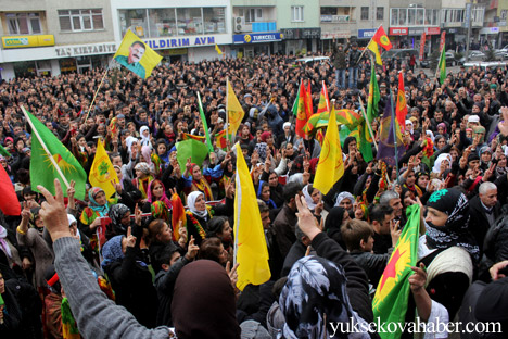 Hakkari Rojava'da ilan edilan özerkliği selamladı 8