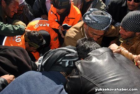 Çığ altında kalan İranlılar bulundu 10