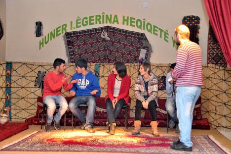 Belediyenin kültür merkezinde geleceği kuruyorlar 14