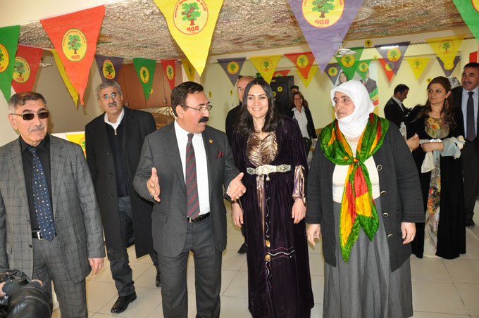 BDP Hakkari'de seçim bürosu açtı 24