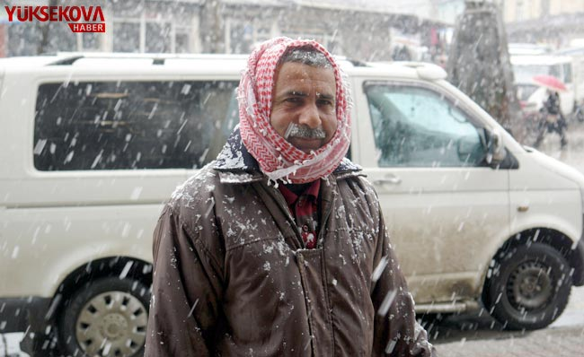 Yüksekova'da kar yağışı 1