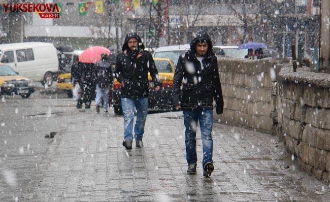 Yüksekova'da kar yağışı 4