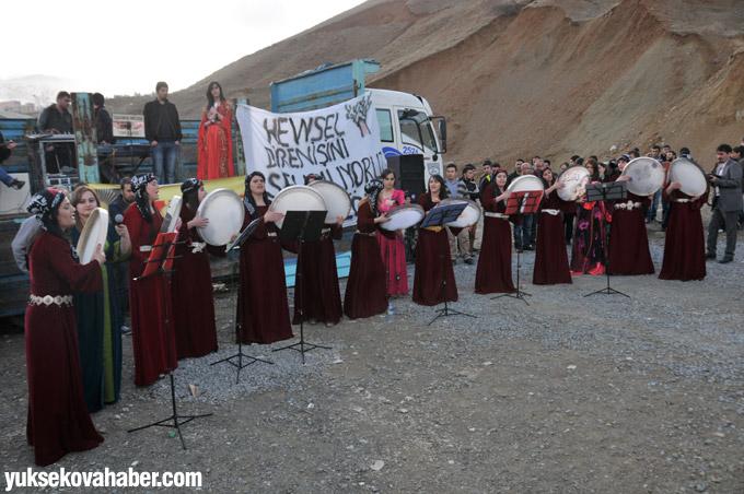 ÇÖDER'liler 8 Martı halaylar ile kutladı 11