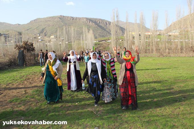 İlk Newroz ateşi Derecik'te yakıldı 13