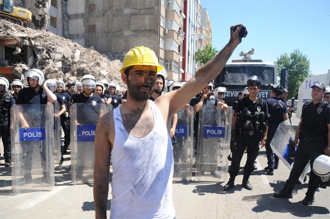 Diyarbakır Soma için ayakta 1