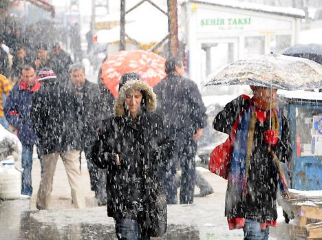 Yüksekova'da karlı bir gün 8