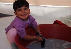 Çadırların rengi: Kobanêli çocuklar