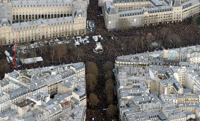 Paris'te tarihi yürüyüş: Milyonlar alanlara çıktı 1