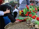 Binler mezarlıklara akın etti