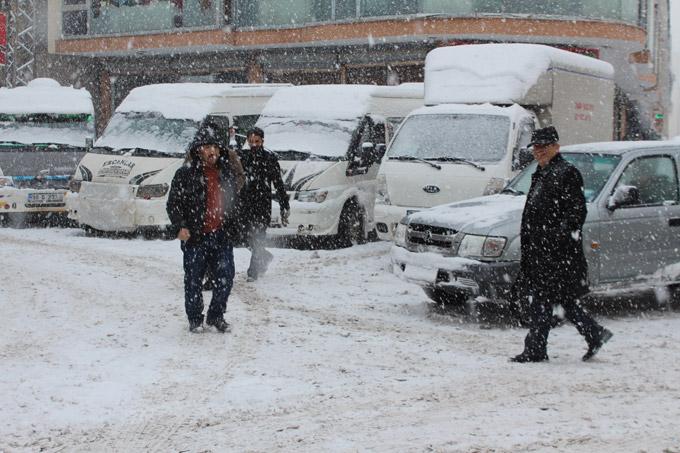Yüksekova'da kar esareti 1