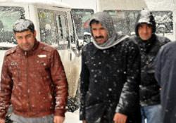 Hakkari'de kar yolları kapattı
