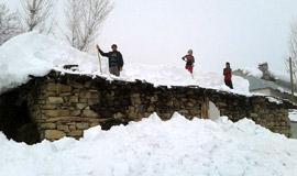 Kar yağışı onlar için çile oldu