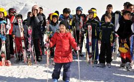 Hakkari'de kayak yarışması yapıldı
