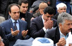 Demirtaş binler ile 'sivil cuma' kıldı