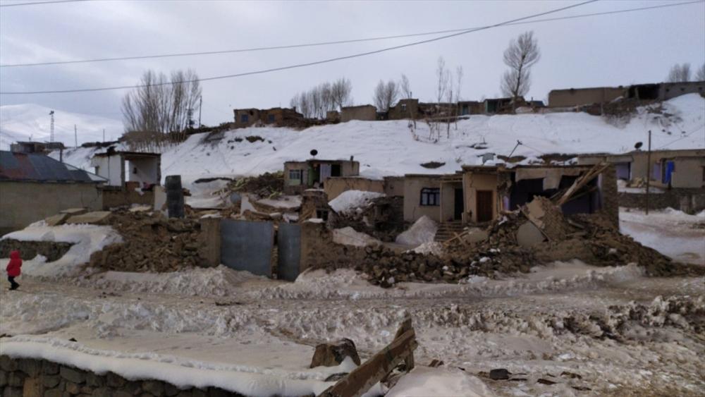 Başkale'de depremin yıktığı köylerden fotoğraflar 1