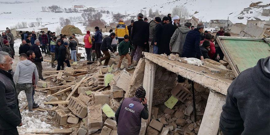 Başkale'de depremin yıktığı köylerden fotoğraflar